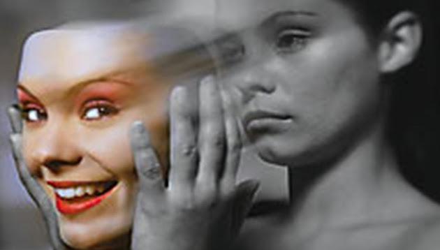 Resultado de imagem para mulher orando chorando