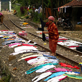 Drying the clothes by Norbertus Andreanto Photos - News & Events World Events ( women )