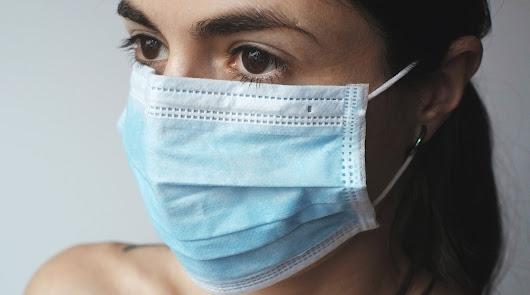 ¿Sufres 'maskné' por llevar mascarilla? Te contamos cómo puedes combatirlo
