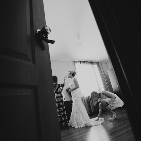 Wedding photographer Dmitriy Kamenskiy (DiKiy). Photo of 10.01.2018
