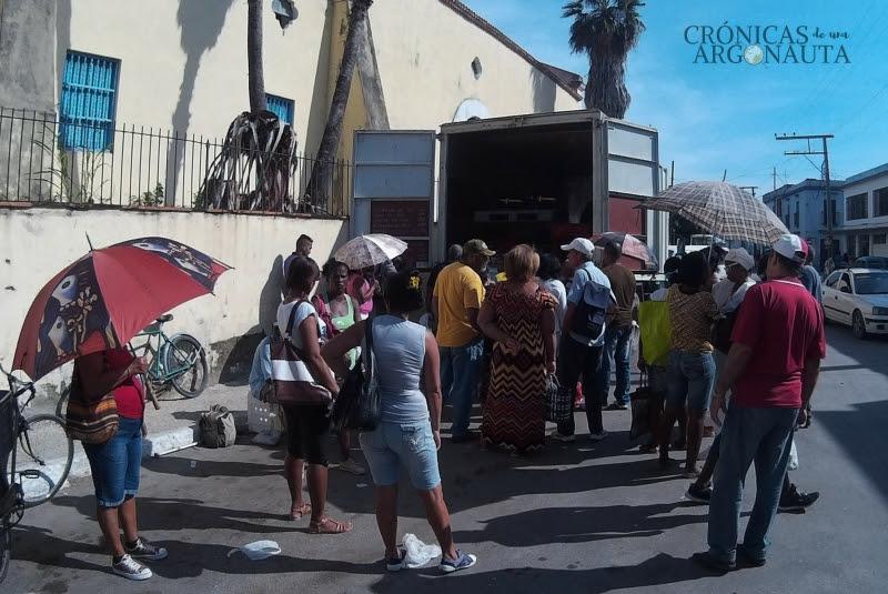 cubanos comprando carne de res
