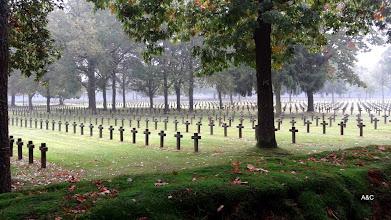 Photo: Het terrein is 16 ha groot (427x350 m) en er liggen 38.560 soldaten uit de Tweede Wereldoorlog. Voor meer info : raadpleeg  http://nl.wikipedia.org/wiki/Duitse_militaire_begraafplaats_in_Lommel