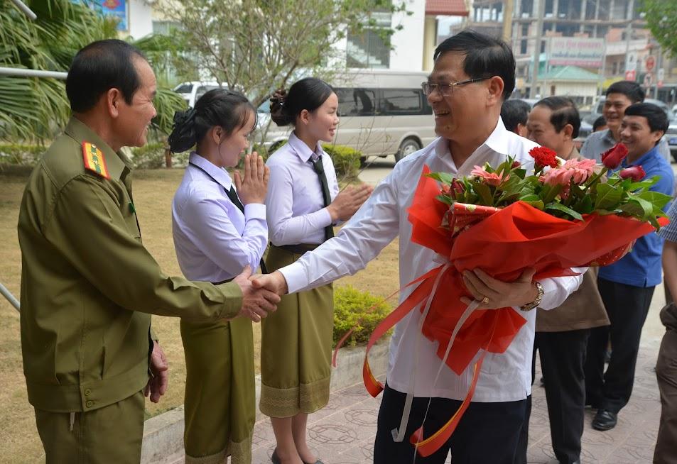 Công an tỉnh Xiêng Khoảng đã tổ chức đón tiếp long trọng, chu đáo khi Đoàn đại biểu Công an tỉnh Nghệ An đến thăm, làm việc.