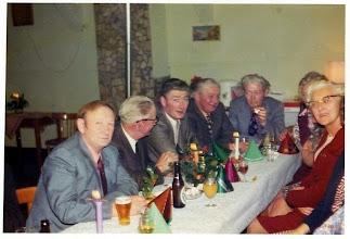 Photo: Familie Nijhof  v.l.n.r. Evert, Egbert, Willem, Klamer en Harm Nijhof Rechts met bril: Marchie Nijhof-De Jonge