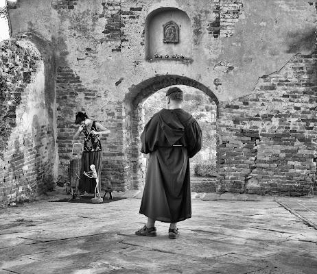 In un angolo di un borgo di Andrea Frati