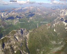 Photo: Vision aérienne à l'Est de Gavarnie sur les crêtes du Soum Blanc de Secugnat 2577m qui sépare la vallée du gave d'Ossoue de la vallée du gave Aspé.