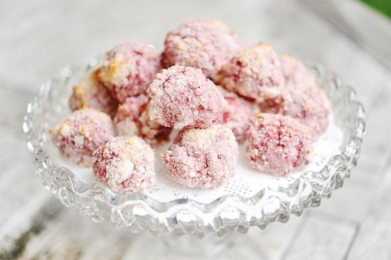 bánh dừa dâu tây nướng thơm ngon