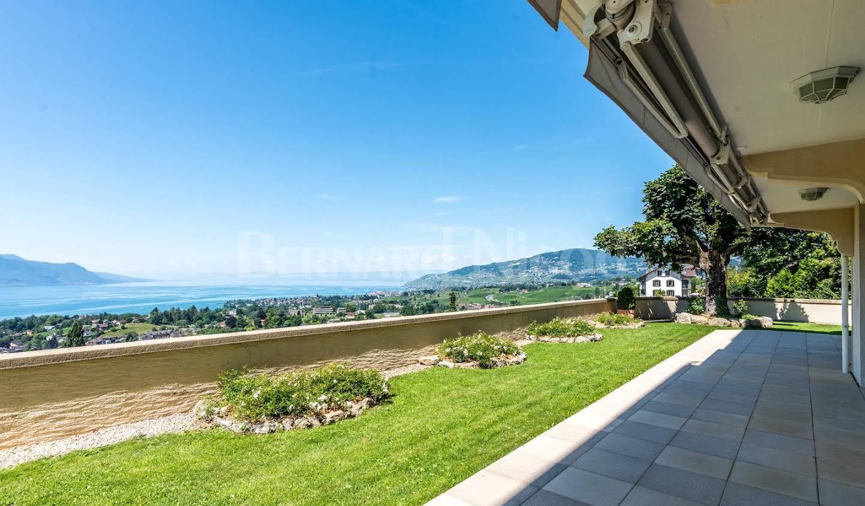 Appartement avec terrasse et piscine Montreux