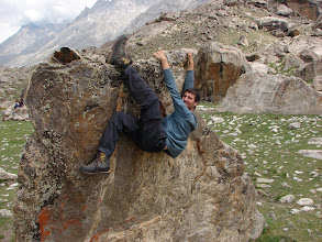 Photo: Day 3, and we arrive at some wonderful boulders. Chris shows off some silly big boot tactics.