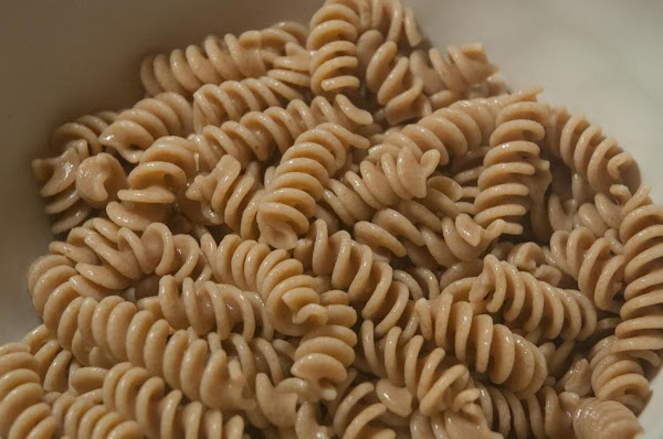 Add the cooked al dente pasta to a large mixing bowl.