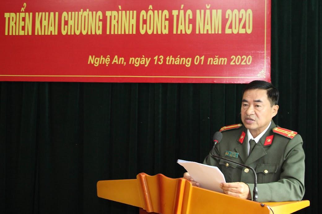 Đồng chí Thượng tá Lý Vĩnh Sinh – Phó Tổng biên tập Báo Công an Nghệ An báo cáo dự thảo chương trình công tác năm 2020
