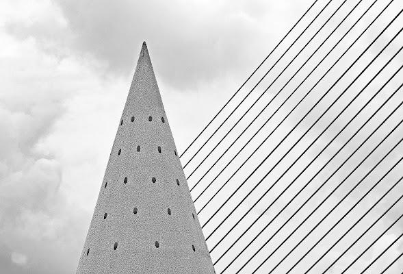 Aguzzo geometrico di Luciano Fontebasso