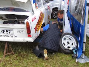 Photo: Da es bei dem Team Brunke nichts zu schrauben gab hat sich der Brunke Service andere Arbeit gesucht. Foto: Jörg Vach
