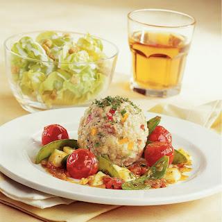 Gemüseknöderl auf Tomaten-Mozzarella mit Erbsenschoten