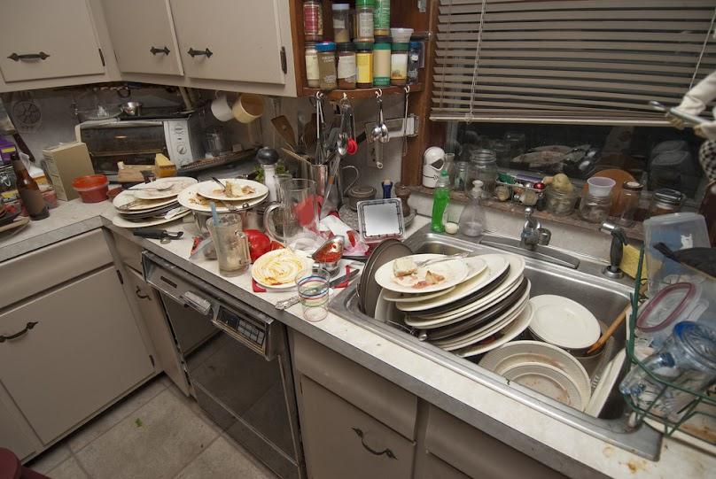 Brudne naczynia w kuchni