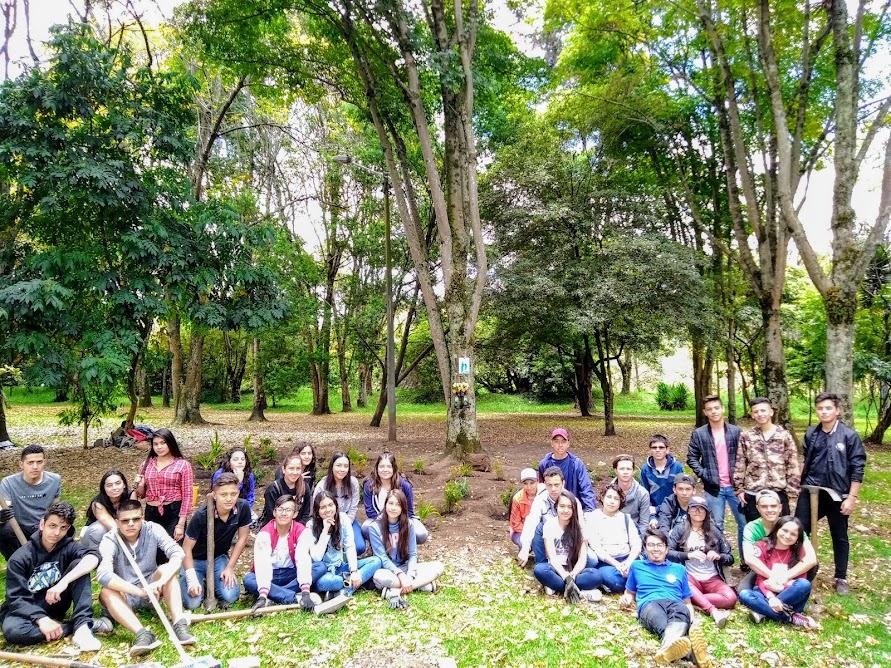 Grupo de voluntarios que participaron en la creación del Jardín biodiverso