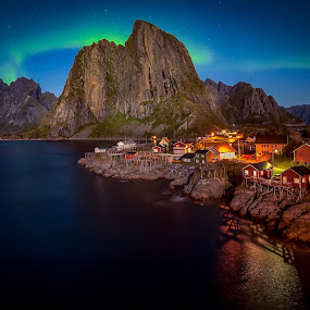 by Roy Poots - Landscapes Mountains & Hills ( noorwegen, ballstad, hamnoy, reine, aurora borealis, northern lights )