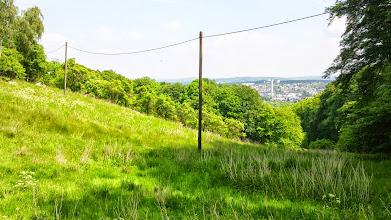Photo: Oben im Grüntal: ein Blick auf die Gegend an der Boeler Straße mit dem weißen Turm der Müllverbrennungsanlage als Landmarke.