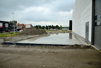 Photo: © ervanofoto 17-07-2012 Ziezo, de fundering voor de burelen is klaar. Nu is het eerst bouwverlof, daarna komt (wanneer?) de houtskeletbouw.
