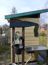 Photo: Toilethuisje met pomp