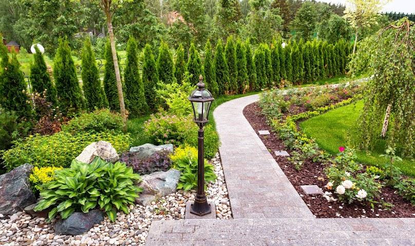 Ścieżki ogrodowe wykonane z kostki brukowej