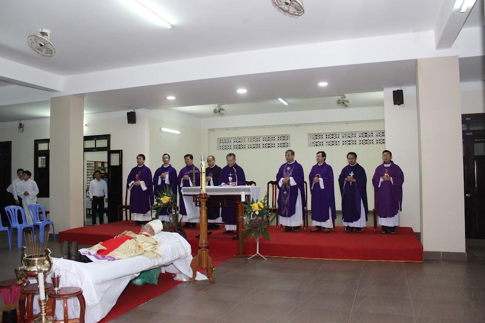 Các đoàn thể kính viếng Đức Cha Phaolô mới qua đời - Ảnh minh hoạ 13