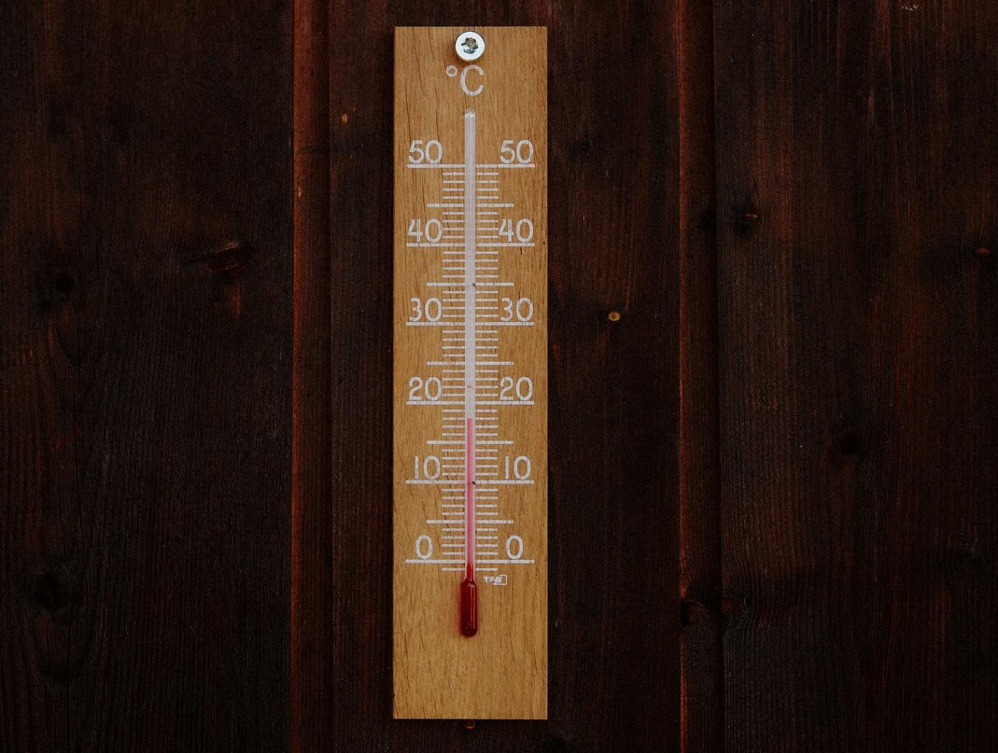 Mercury thermometer at 18 degrees.