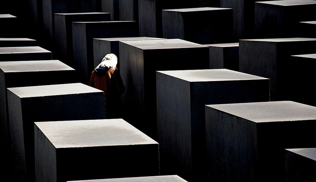 Inquietudine nel memoriale dell'olocausto di gianfranco_liccardo