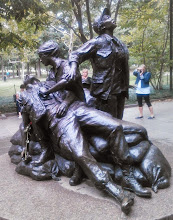 Photo: Monument to the Nurses of the Vietnam War