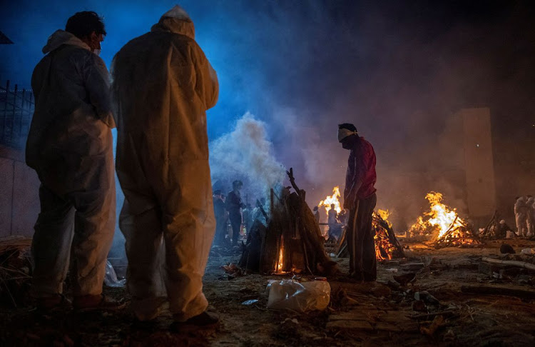 People cremate the bodies of victims of Covid-19 at a crematorium ground in New Delhi, India, April 24 2021. Picture: DANISH SIDDIQUI/REUTERS