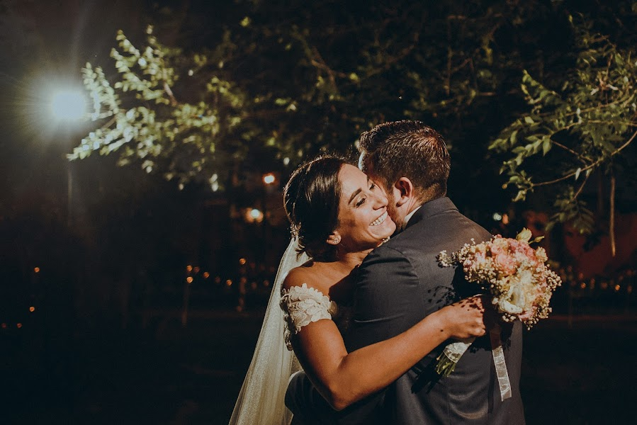 Wedding photographer Valery Garnica (focusmilebodas2). Photo of 20.12.2017