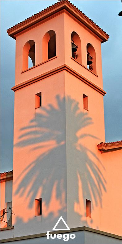 La iglesia de Ciudad Jardín ilustrando los cuatro elementos.