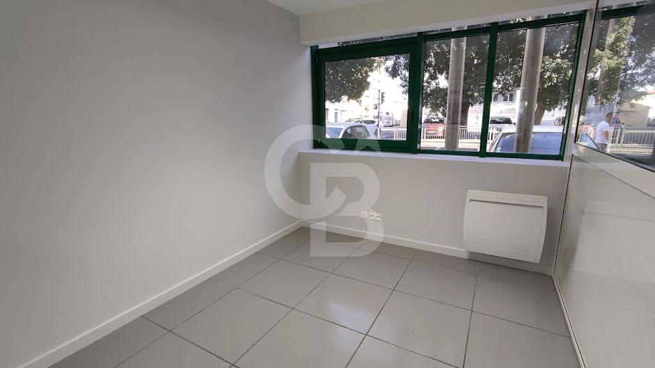 Location  locaux professionnels 3 pièces 136 m² à Perpignan (66000), 1 500 €
