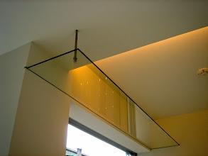Photo: ネコステップから、ガラス製のキャットウォーク。おウチで旭山動物園ごっこが!