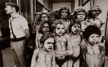 Foto: Australien, Brisbane, Aborigine-Tänzer bei der Eröffnungszeremonie der Commonwealth Games, 1982 (Australia, Brisbane, aboriginal dancers at the opening ceremony of the Commonwealth Games, 1982)  © Eckhard Supp