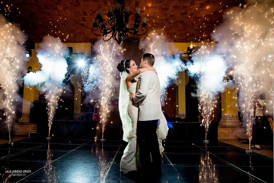 Wedding photographer Alejandro Souza (alejandrosouza). Photo of 05.09.2019