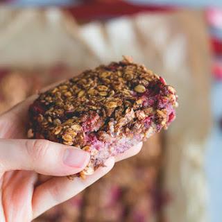 Strawberry Rhubarb Breakfast Oat Bars