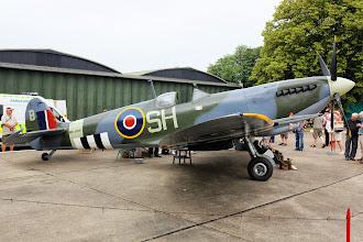 Photo: Neletuschopný, ručně postavený Spitfire Mk.IX. Stavba trvala 20 let, v konstrukci je mnoho originálních dílů. Vypadá jako živý.