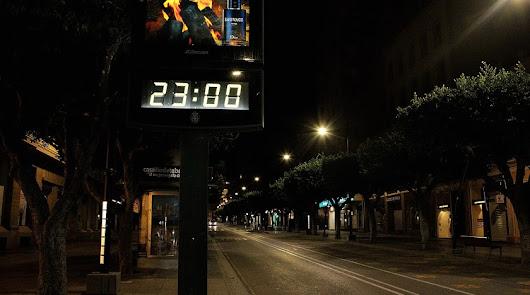 El Paseo de Almería desierto a las 23 horas durante el estado de alarma.