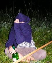 Photo: Muslimská žena s lahví vína