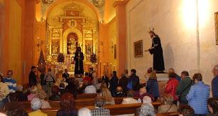 Asistentes al besapiés a Jesús Cautivo de Medinaceli celebrado este viernes en la Catedral de Almería.