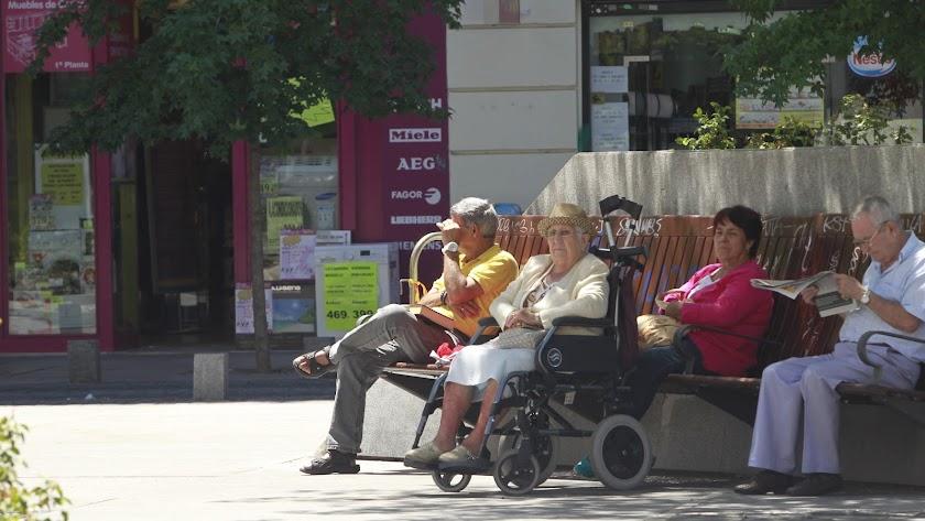 Los pensionistas varones tienen una pensión media mayor que las mujeres.