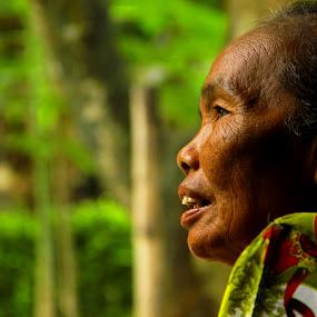 Menatap harapan by Vj Lie - People Portraits of Women