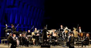 Piezas españolas y latinoamericanas fueron interpretadas por la Banda Municipal en el concierto de anoche a los pies del cargadero del mineral.