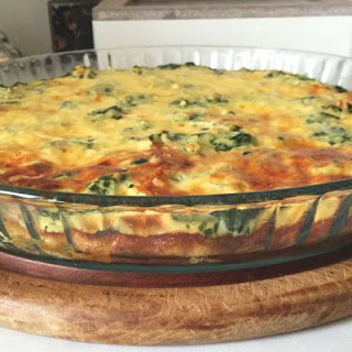 Healthy Crustless Quiche With Spinach And Smoked Chicken.