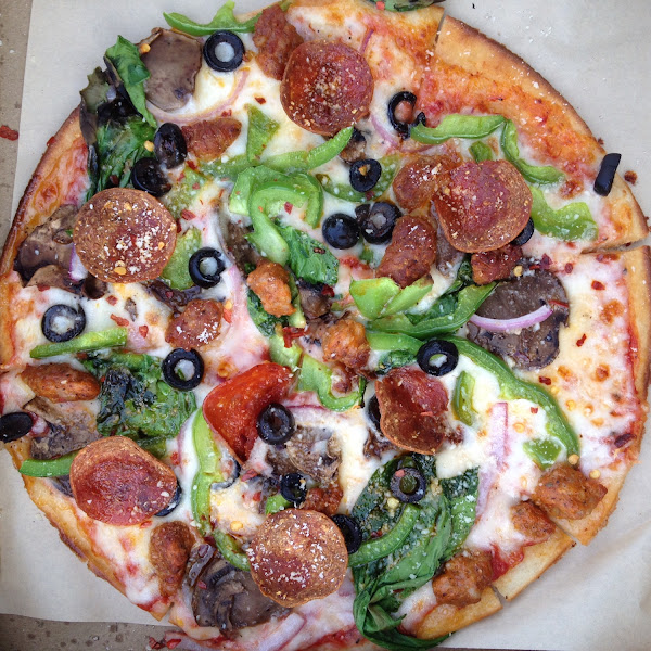The glutenfree lineage(pepperoni, sausage, olives, peppers, mushrooms) plus garlic and spinach