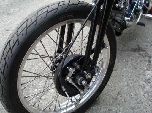Harley de piste préparée par Machines et Moteurs