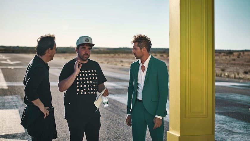 Rodríguez (en el centro) ha sido el director del último vídeo de Bisbal.