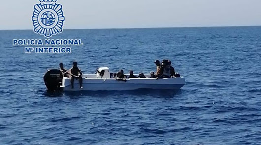 A prisión el presunto patrón de una patera hallada a la deriva con 15 personas