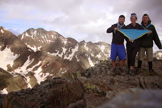 Photo: El Joan Griera, la Marta Lliró i el David Codina, caps de R/G el curs passat, dalt del Pic de Babortre (2.934m)